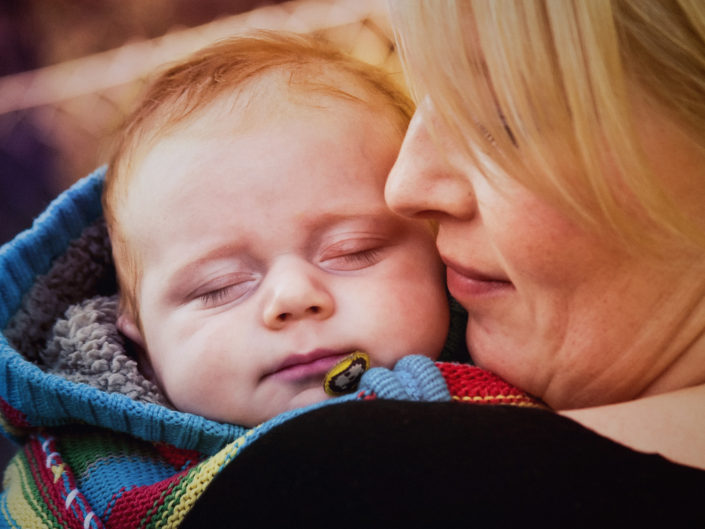 Lifestyle photography mother with baby